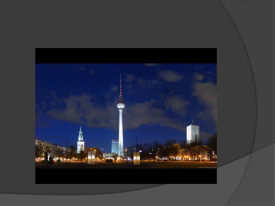 Fernsehturm  Wieża telewizyjna stojąca blisko centrum Berlina mierzy 368 metrów.
