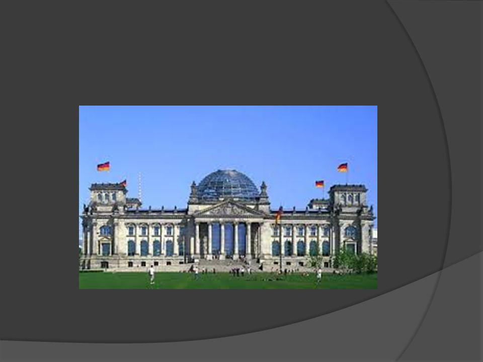  Alte Nationalgalerie - Stara Galeria Narodowa miała być pierwotnie przeznaczona na ważne uroczystości i wykłady.