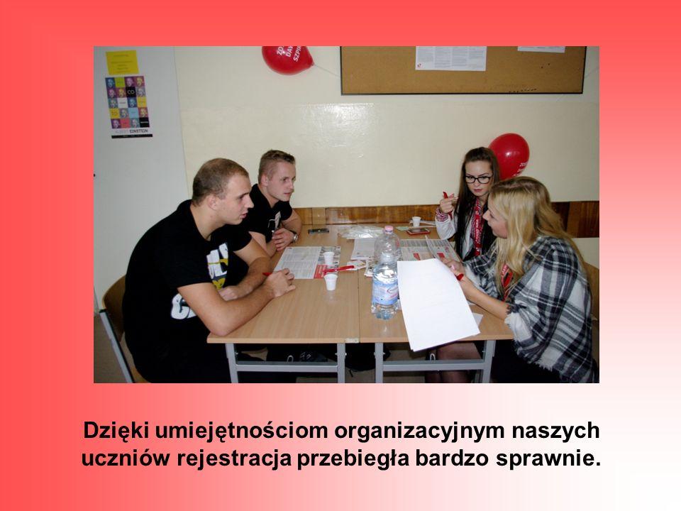 Dzięki umiejętnościom organizacyjnym naszych uczniów rejestracja przebiegła bardzo sprawnie.