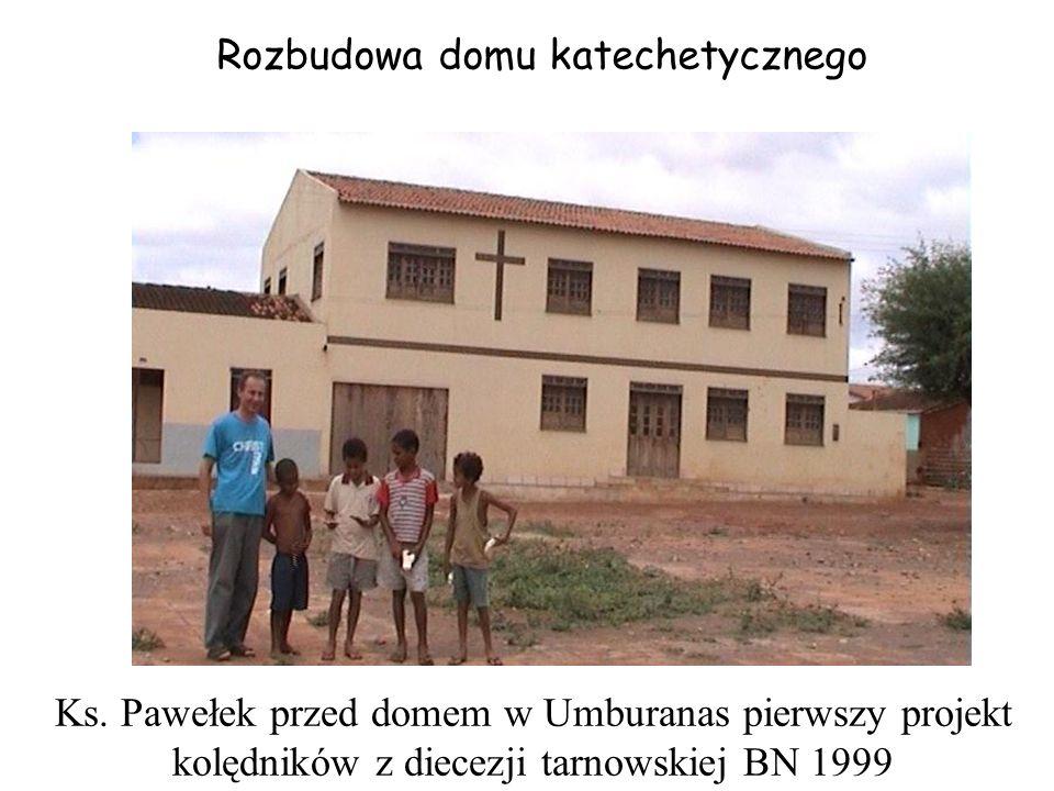 Ks. Pawełek przed domem w Umburanas pierwszy projekt kolędników z diecezji tarnowskiej BN 1999 Rozbudowa domu katechetycznego