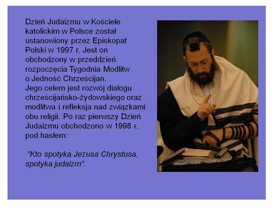 DZIEŃ JUDAIZMU Biblia w synagodze przechowywana i używana jest w postaci zwojów.