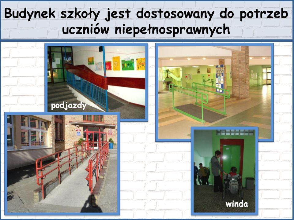 Budynek szkoły jest dostosowany do potrzeb uczniów niepełnosprawnych winda podjazdy