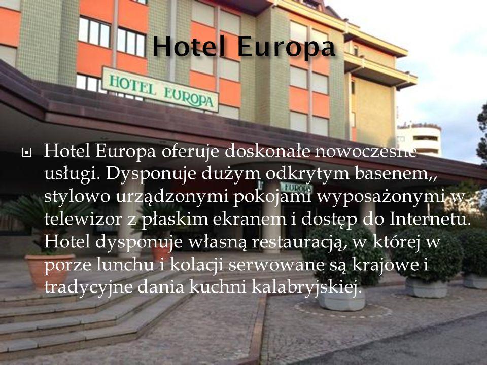  Hotel Europa oferuje doskonałe nowoczesne usługi. Dysponuje dużym odkrytym basenem,, stylowo urządzonymi pokojami wyposażonymi w telewizor z płaskim