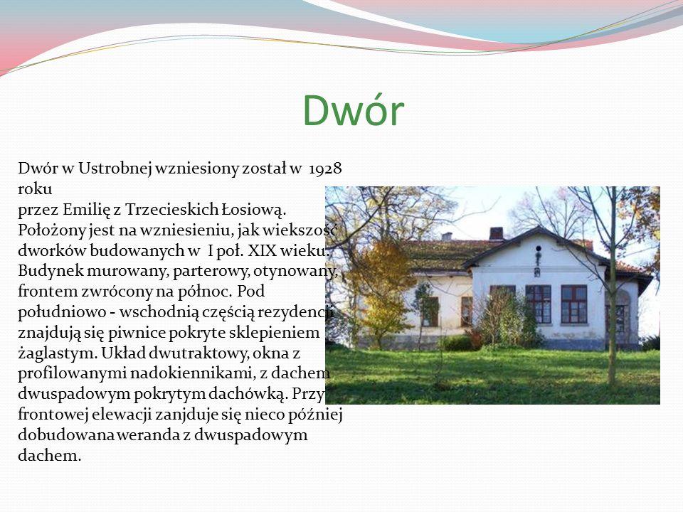 Dwór Dwór w Ustrobnej wzniesiony został w 1928 roku przez Emilię z Trzecieskich Łosiową.