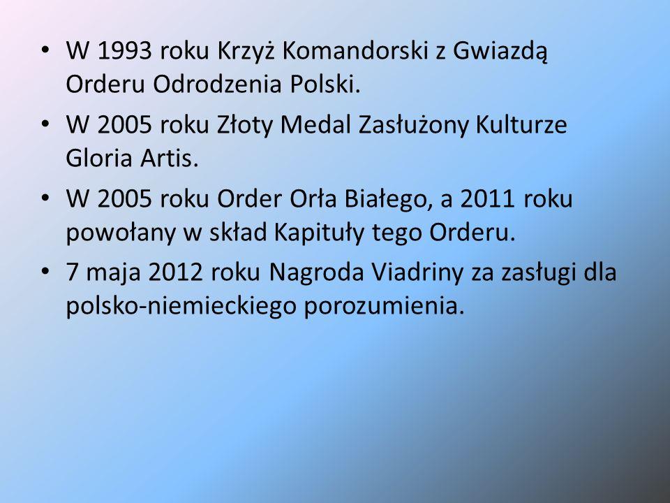 W 1993 roku Krzyż Komandorski z Gwiazdą Orderu Odrodzenia Polski. W 2005 roku Złoty Medal Zasłużony Kulturze Gloria Artis. W 2005 roku Order Orła Biał