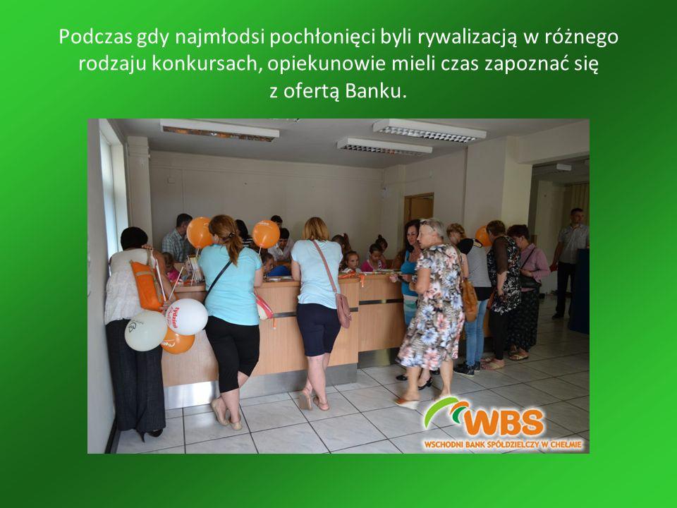 Podczas gdy najmłodsi pochłonięci byli rywalizacją w różnego rodzaju konkursach, opiekunowie mieli czas zapoznać się z ofertą Banku.