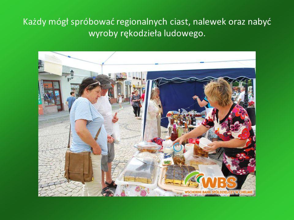 Każdy mógł spróbować regionalnych ciast, nalewek oraz nabyć wyroby rękodzieła ludowego.