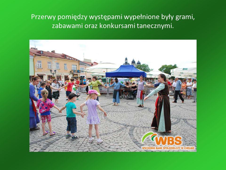 Przerwy pomiędzy występami wypełnione były grami, zabawami oraz konkursami tanecznymi.