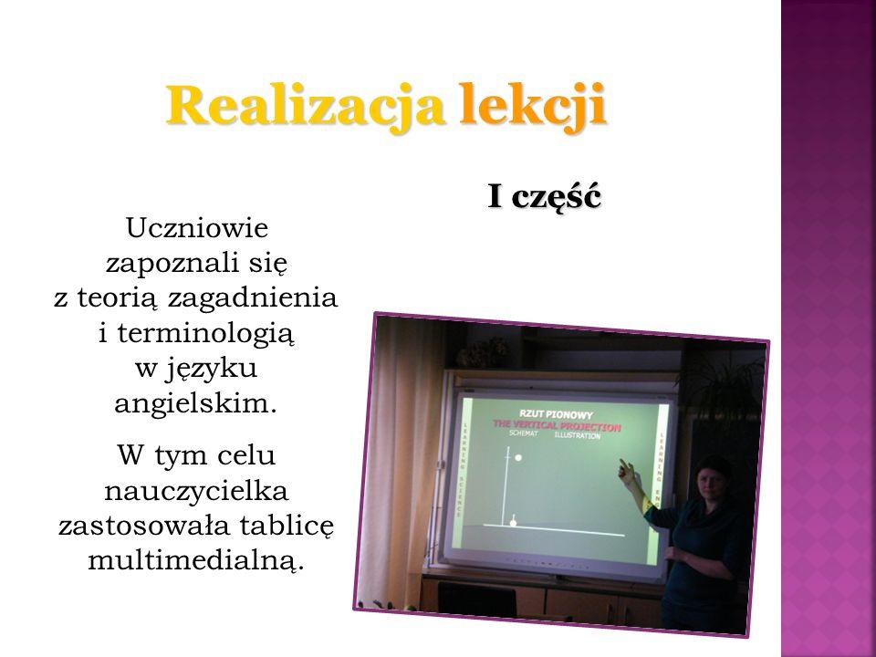 I część Uczniowie zapoznali się z teorią zagadnienia i terminologią w języku angielskim. W tym celu nauczycielka zastosowała tablicę multimedialną.