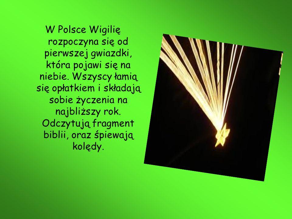 W Polsce Wigilię rozpoczyna się od pierwszej gwiazdki, która pojawi się na niebie. Wszyscy łamią się opłatkiem i składają sobie życzenia na najbliższy