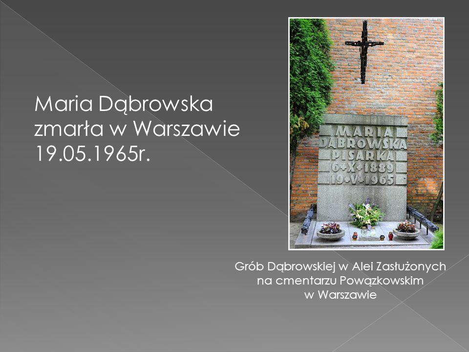 Grób Dąbrowskiej w Alei Zasłużonych na cmentarzu Powązkowskim w Warszawie Maria Dąbrowska zmarła w Warszawie 19.05.1965r.