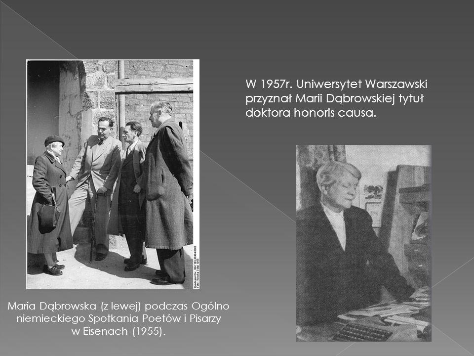 Maria Dąbrowska (z lewej) podczas Ogólno niemieckiego Spotkania Poetów i Pisarzy w Eisenach (1955).