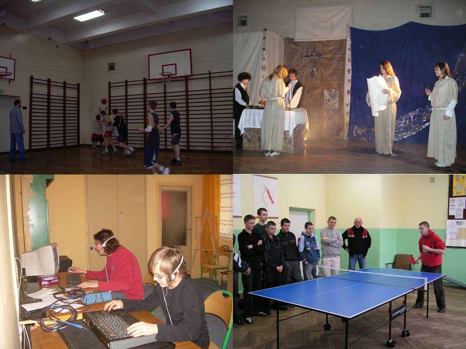 Zajęcia sportowe w UKS i RKS: boks, piłka ręczna, nożna, siatkowa i koszykowa, zajęcia ogólnorozwojowe z elementami siły.