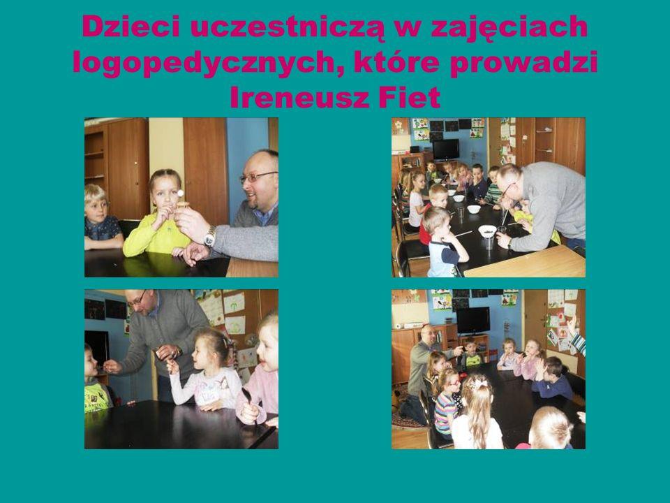 Dzieci uczestniczą w zajęciach logopedycznych, które prowadzi Ireneusz Fiet