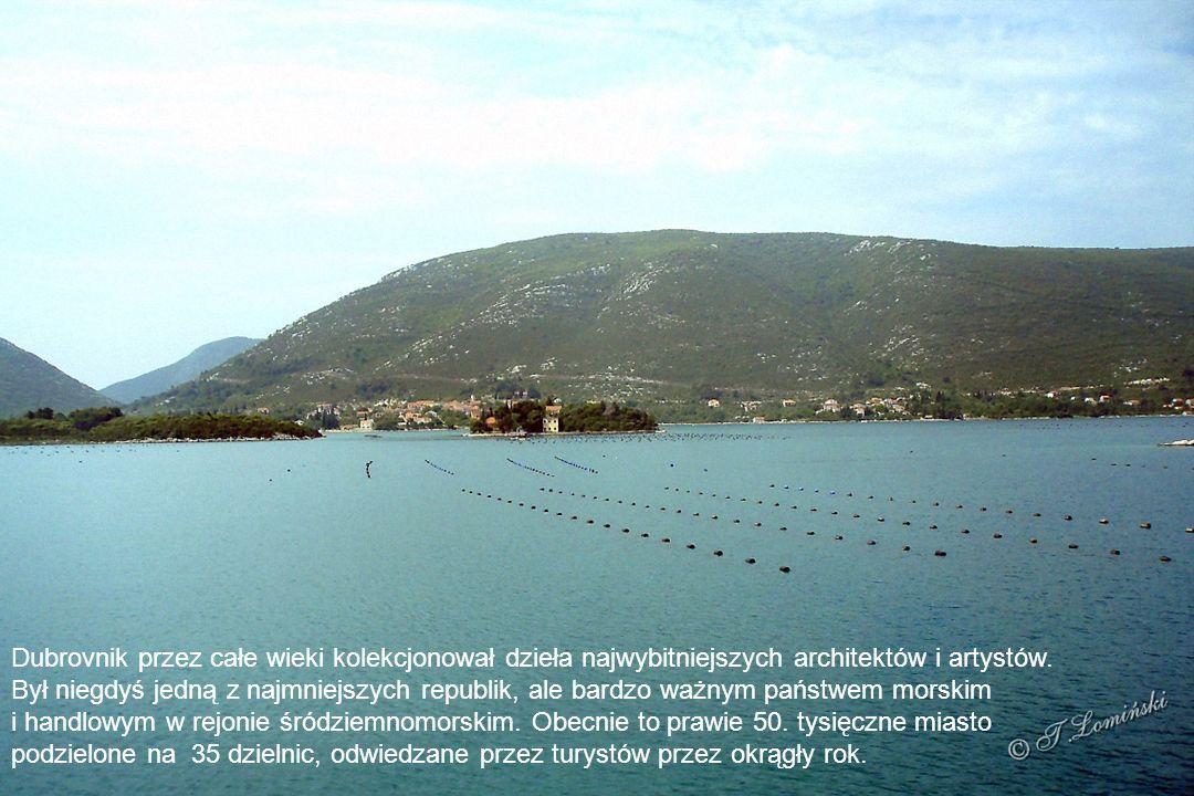 Miasto Dubrovnik (Dubrownik) to położona nad Adriatykiem perła Dalmacji i mekka odwiedzających Chorwację turystów.
