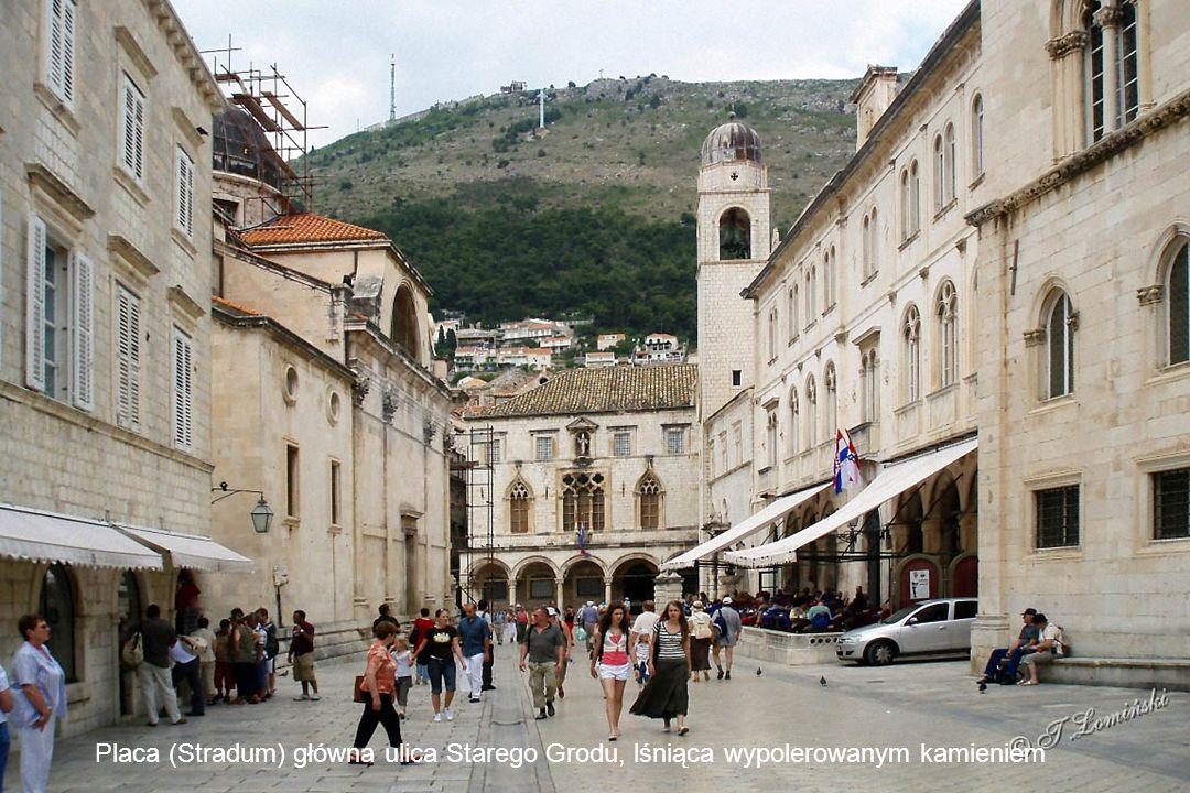 Dubrovnik zachował dawny układ urbanistyczny miasta z murami miejskimi budowanymi od XIII do XVII w.