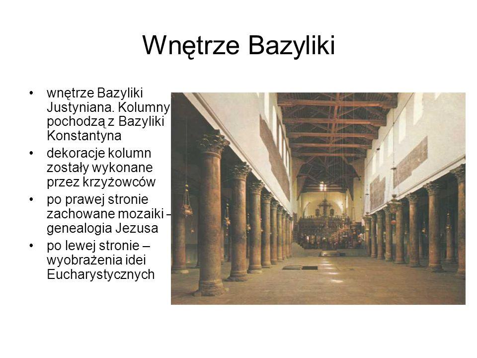 Wnętrze Bazyliki wnętrze Bazyliki Justyniana. Kolumny pochodzą z Bazyliki Konstantyna dekoracje kolumn zostały wykonane przez krzyżowców po prawej str