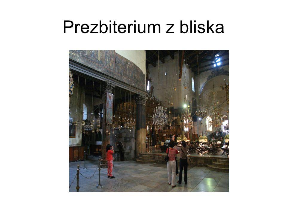 Prezbiterium z bliska