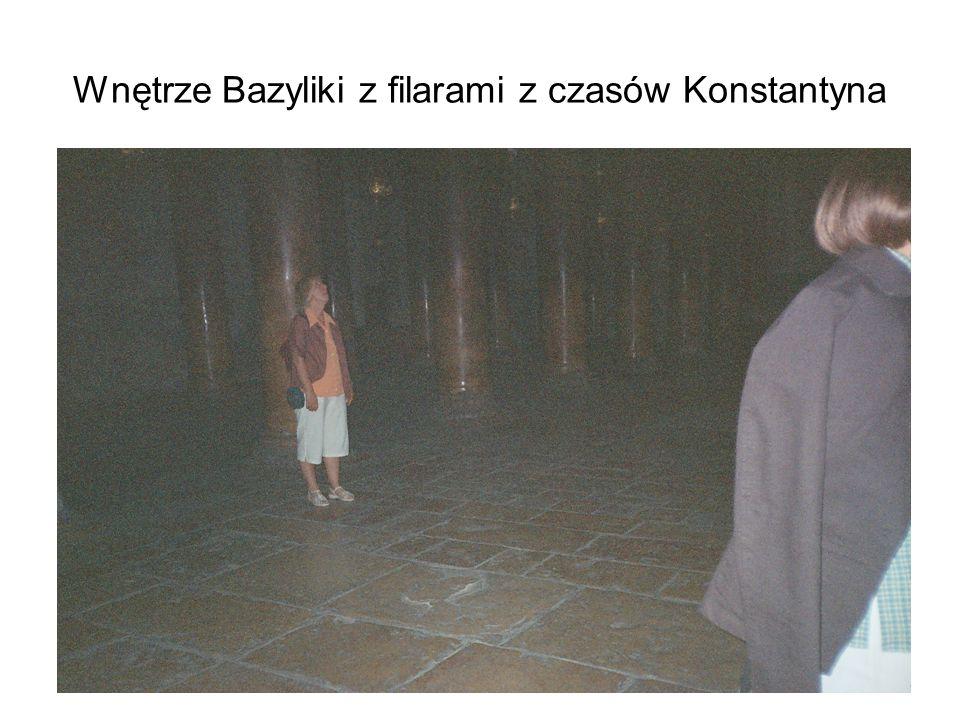 Wnętrze Bazyliki z filarami z czasów Konstantyna
