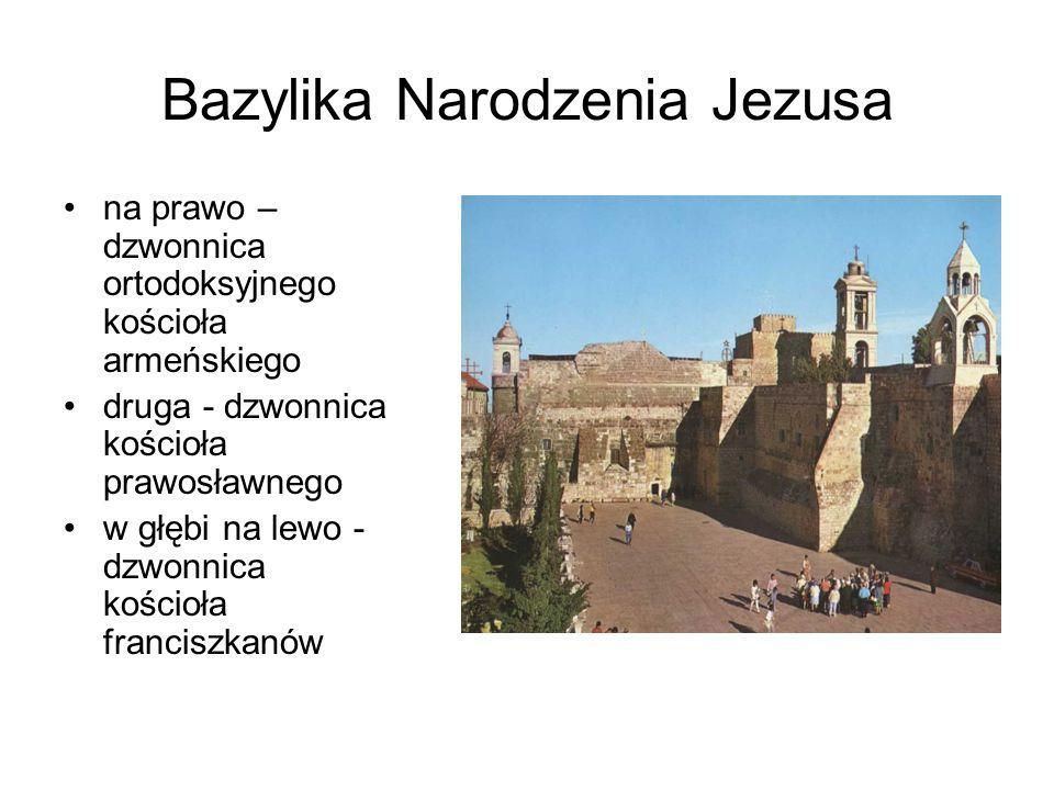 Bazylika Narodzenia Jezusa na prawo – dzwonnica ortodoksyjnego kościoła armeńskiego druga - dzwonnica kościoła prawosławnego w głębi na lewo - dzwonnica kościoła franciszkanów