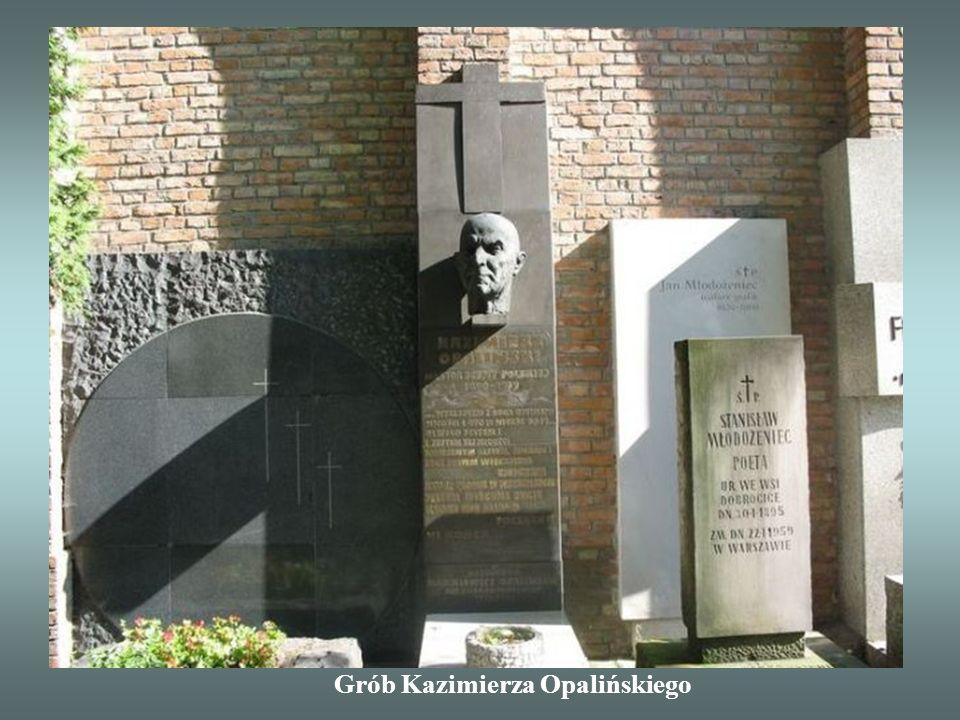 W 1974 r. Jerzy Waldorff założył Społeczny Komitet Opieki na rzecz Ochrony Starych Powązek. Z jego inicjatywy corocznie odbywa się tam 1 listopada kwe