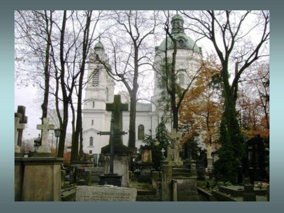 W latach 80. proboszcz i rektor ks. Stefan Niedzielak, wzniósł przy kościele Sanktuarium Poległych i Pomordowanych na Wschodzie, upamiętniające m. in.