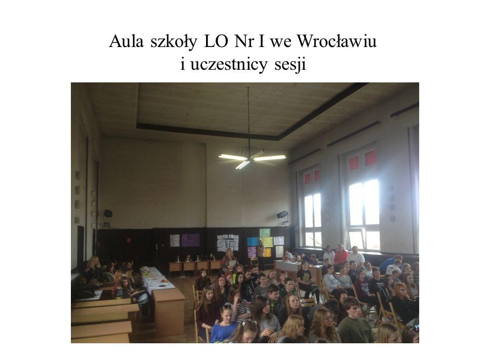 Aula szkoły LO Nr I we Wrocławiu i uczestnicy sesji