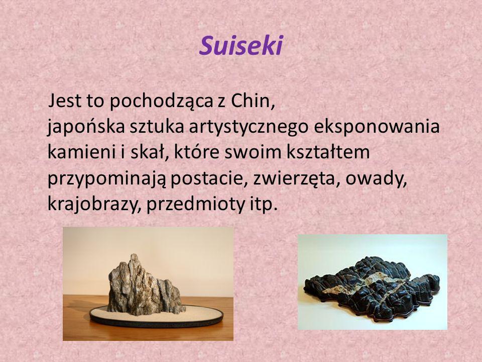 Suiseki Jest to pochodząca z Chin, japońska sztuka artystycznego eksponowania kamieni i skał, które swoim kształtem przypominają postacie, zwierzęta, owady, krajobrazy, przedmioty itp.