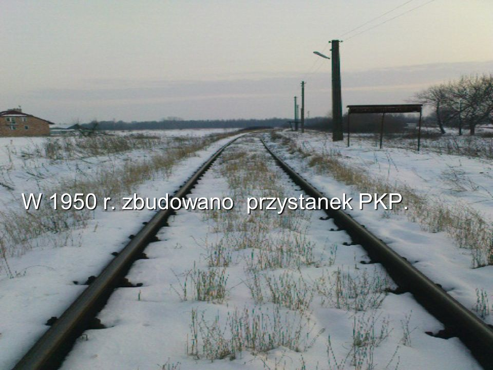 W 1950 r. zbudowano przystanek PKP.