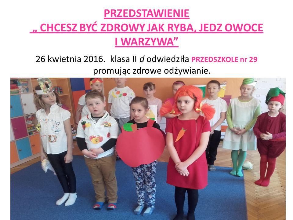 Dzieci były przebrane za owoce i warzywa.