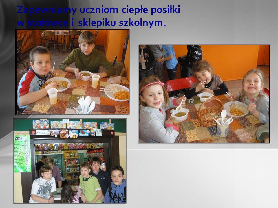 Zapewniamy uczniom ciepłe posiłki w stołówce i sklepiku szkolnym. Sklepik