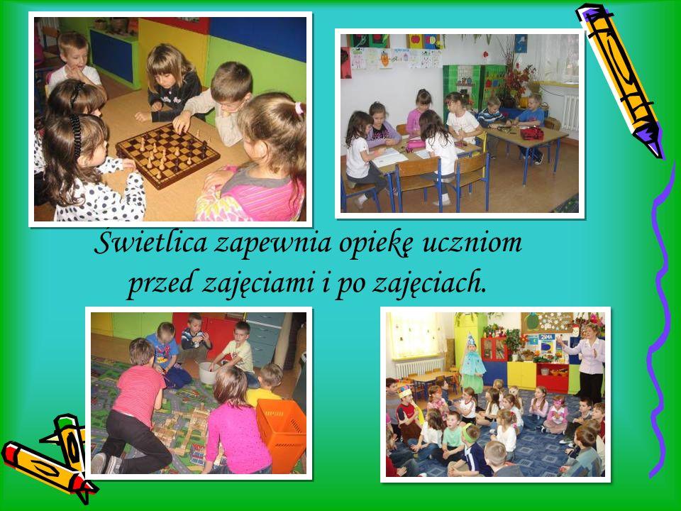 Świetlica zapewnia opiekę uczniom przed zajęciami i po zajęciach.