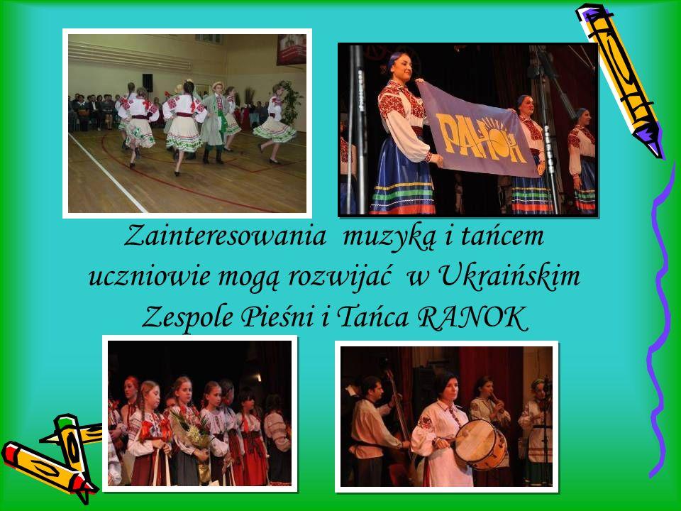 Zainteresowania muzyką i tańcem uczniowie mogą rozwijać w Ukraińskim Zespole Pieśni i Tańca RANOK
