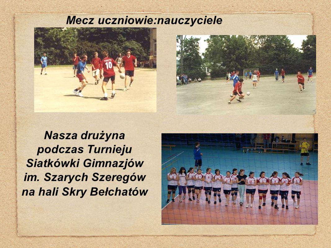 Mecz uczniowie:nauczyciele Nasza drużyna podczas Turnieju Siatkówki Gimnazjów im. Szarych Szeregów na hali Skry Bełchatów