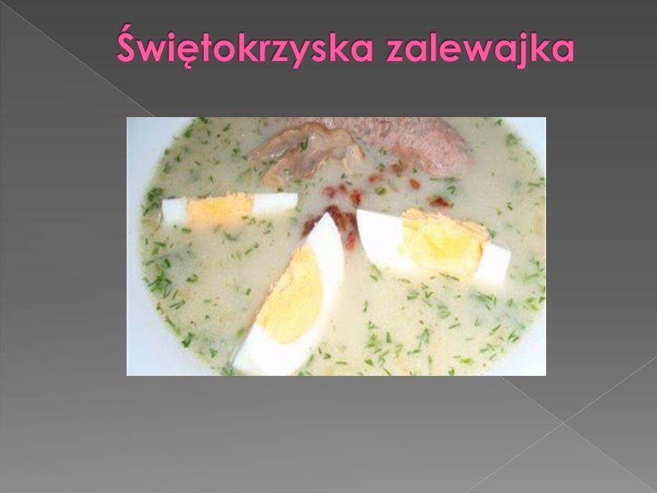 Składniki  70 dag ziemniakówziemniaków  1 szklanka domowego zakwasu na żur  1 szklanka mleka  1/2 szklanki kwaśnej śmietanyśmietany  2 ząbki czosnkuczosnku  sól  kawałek (5 dag) wędzonego boczku  1 posiekana cebulacebula Sposób przygotowania  Ziemniaki obierz i pokrój w kostkę.