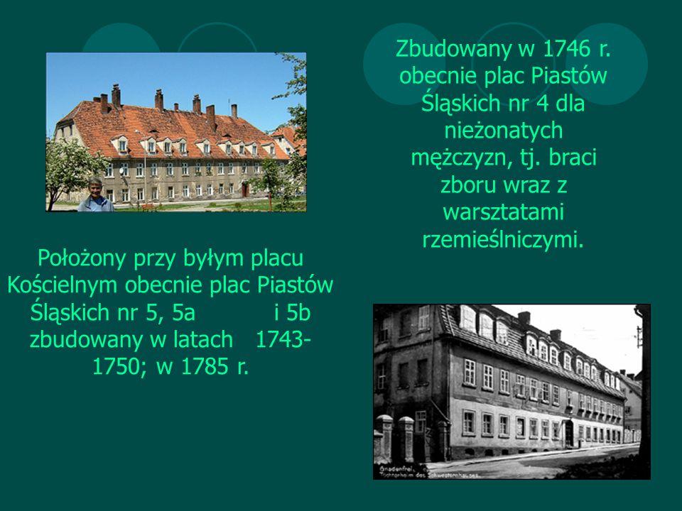 Zbudowany w 1746 r. obecnie plac Piastów Śląskich nr 4 dla nieżonatych mężczyzn, tj.