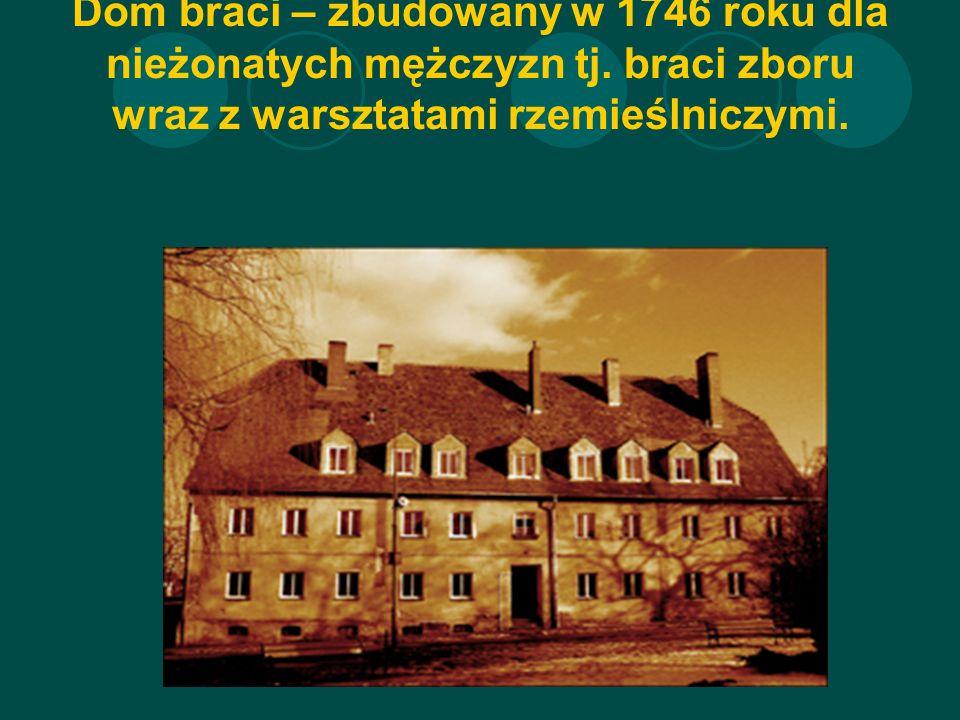 Dom braci – zbudowany w 1746 roku dla nieżonatych mężczyzn tj.