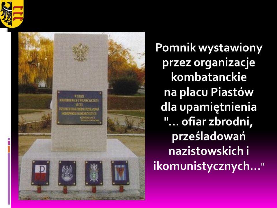 Pomnik wystawiony przez organizacje kombatanckie na placu Piastów dla upamiętnienia ...