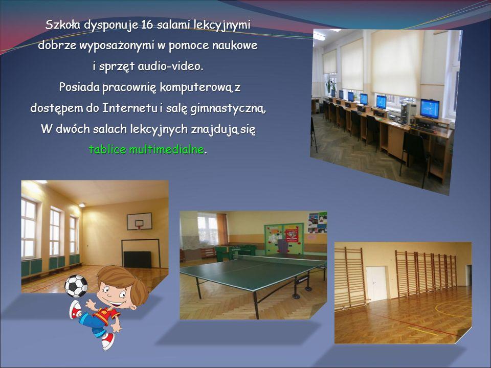 Szkoła dysponuje 16 salami lekcyjnymi dobrze wyposażonymi w pomoce naukowe i sprzęt audio-video. Posiada pracownię komputerową z dostępem do Internetu
