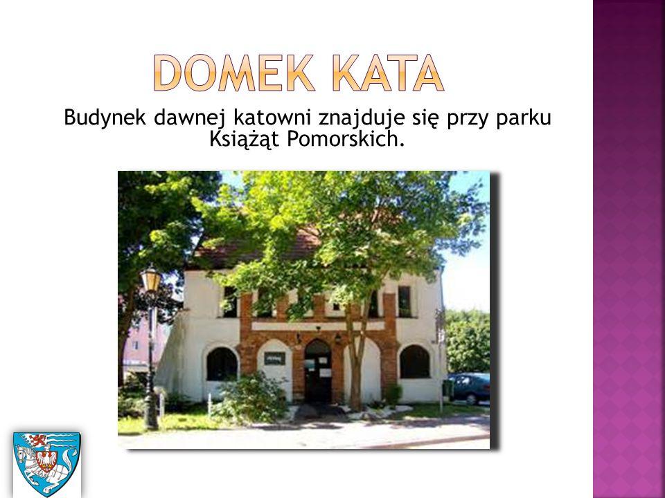Budynek dawnej katowni znajduje się przy parku Książąt Pomorskich.