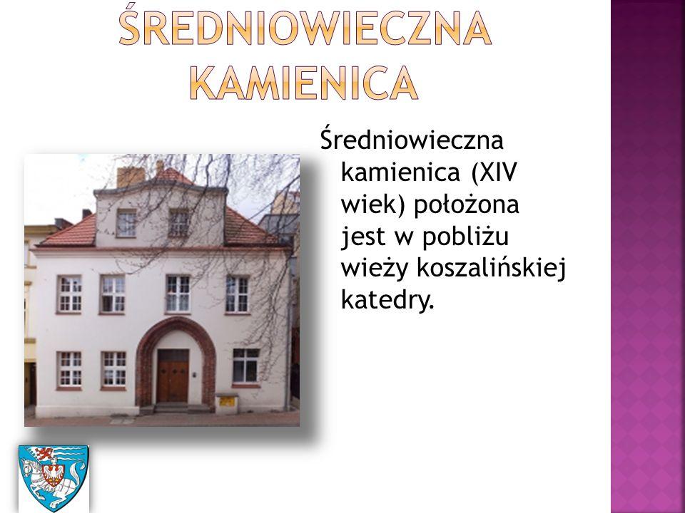 Średniowieczna kamienica (XIV wiek) położona jest w pobliżu wieży koszalińskiej katedry.