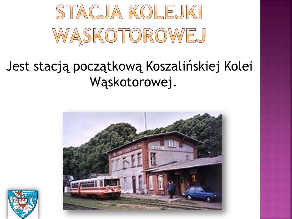 Jest stacją początkową Koszalińskiej Kolei Wąskotorowej.