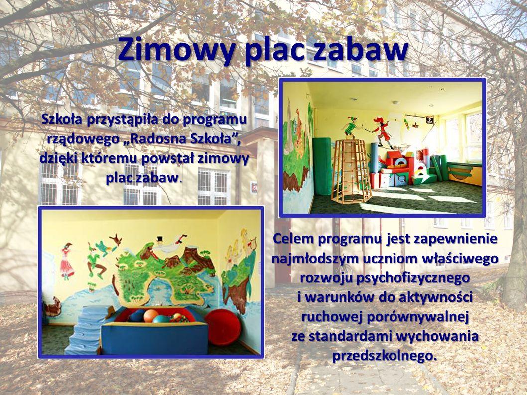 """Zimowy plac zabaw Szkoła przystąpiła do programu rządowego """"Radosna Szkoła , dzięki któremu powstał zimowy plac zabaw."""