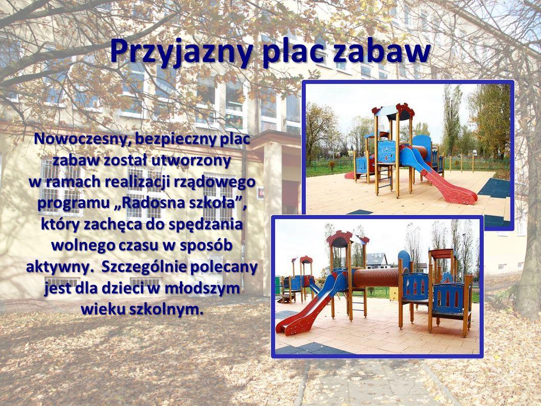 """Przyjazny plac zabaw Nowoczesny, bezpieczny plac zabaw został utworzony w ramach realizacji rządowego programu """"Radosna szkoła , który zachęca do spędzania wolnego czasu w sposób aktywny."""