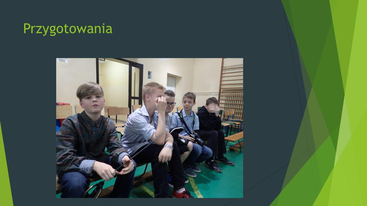 Uczestniczki Koła Polonistyczno-Teatralnego prowadzonego przez p. Sylwię Roś