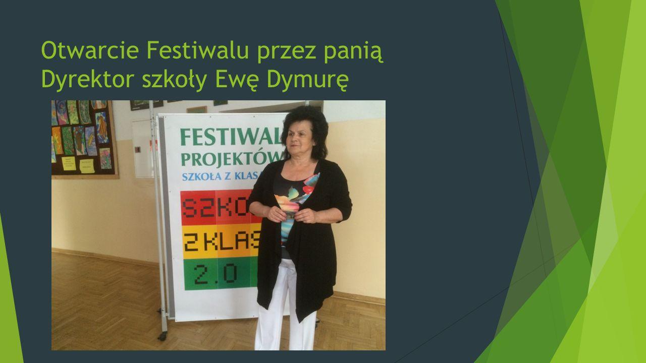 Otwarcie Festiwalu przez panią Dyrektor szkoły Ewę Dymurę