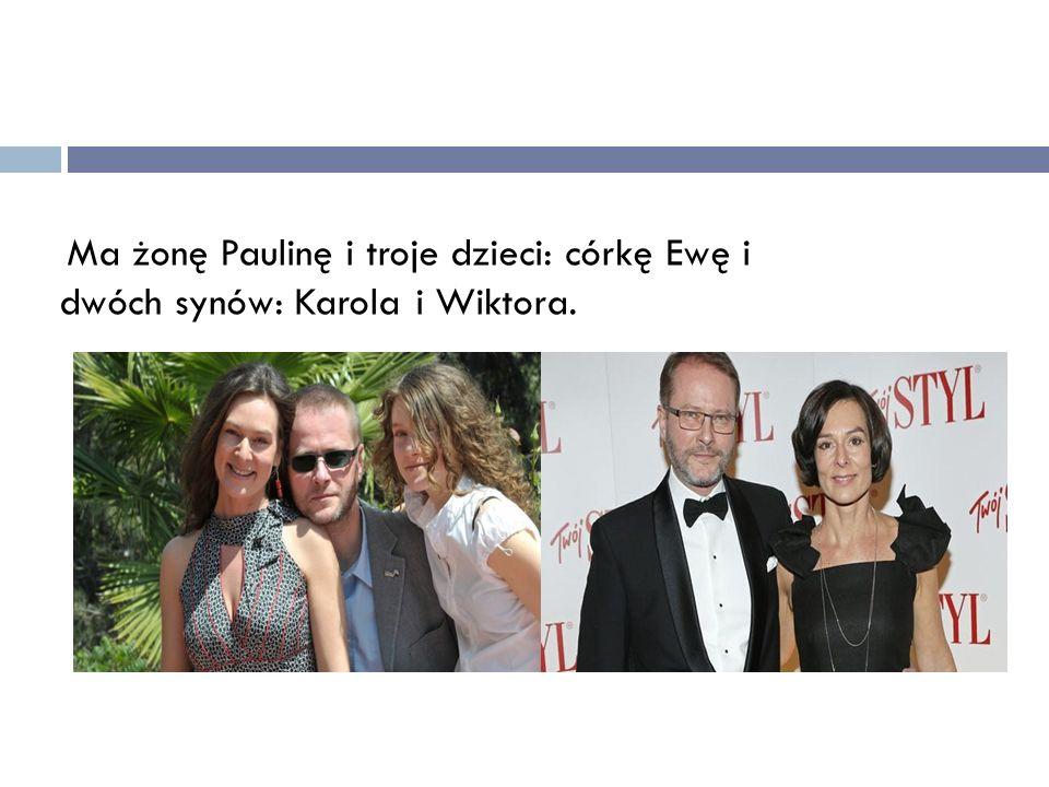 Ma żonę Paulinę i troje dzieci: córkę Ewę i dwóch synów: Karola i Wiktora.