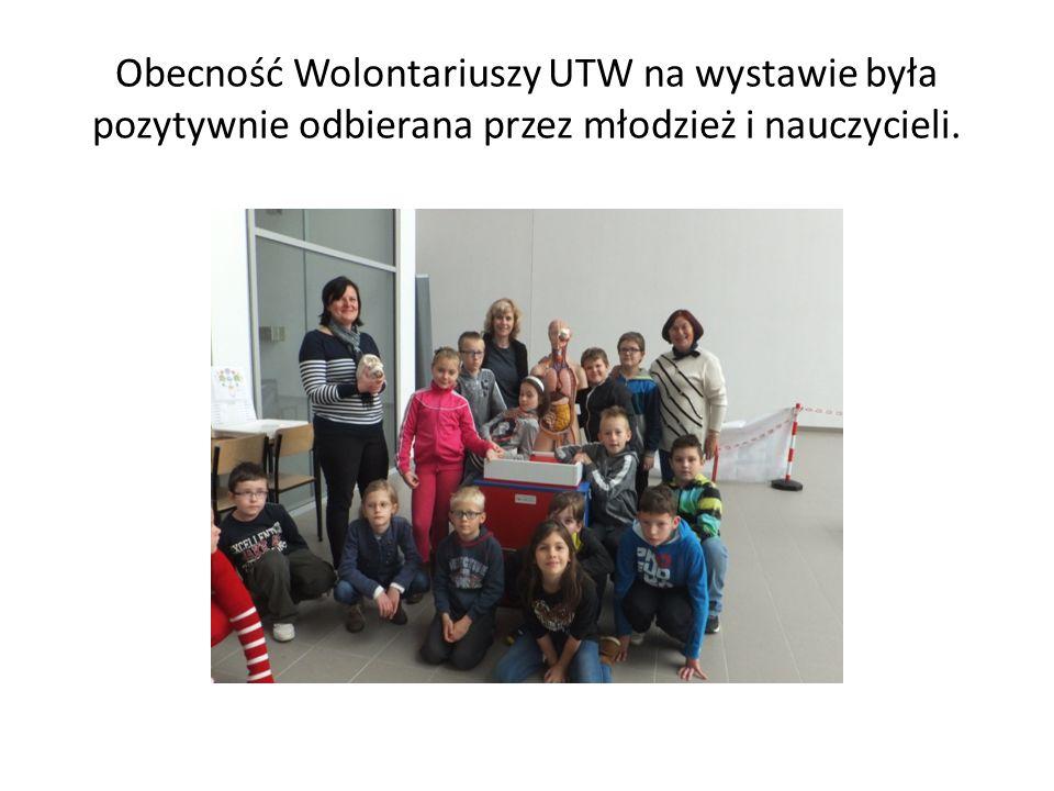 Obecność Wolontariuszy UTW na wystawie była pozytywnie odbierana przez młodzież i nauczycieli.