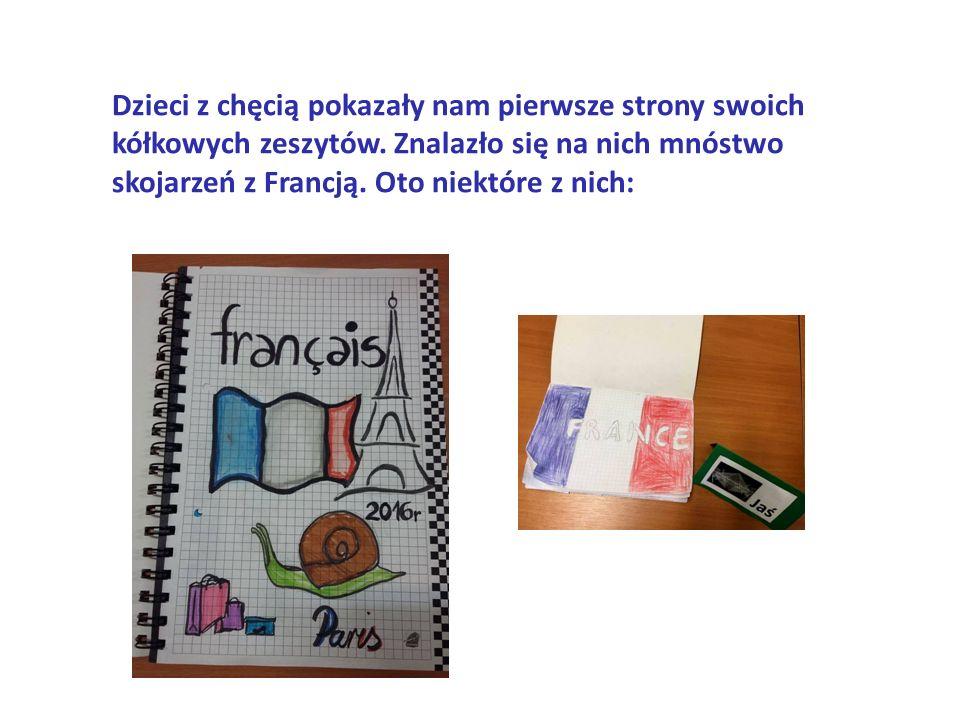 Dzieci z chęcią pokazały nam pierwsze strony swoich kółkowych zeszytów.