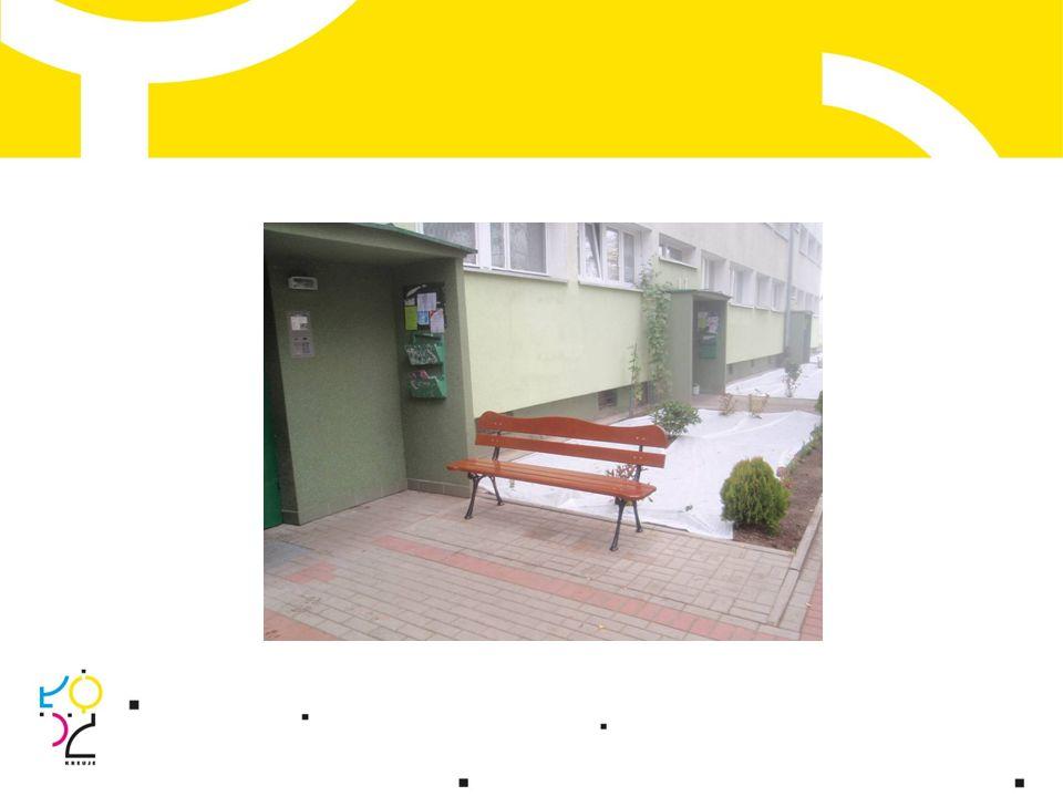 Wspólnota mieszkaniowa Kamińskiego 20 Wykonano: rekultywację zieleni; zakup i montaż: ławki, stojaka na rowery, solarów, elementów pergoli; wymurowanie i urządzenie klombu.